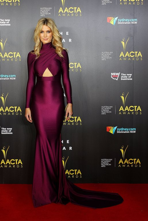 Delta-Goodrem-fine-form-her-Michael-Costello-gown